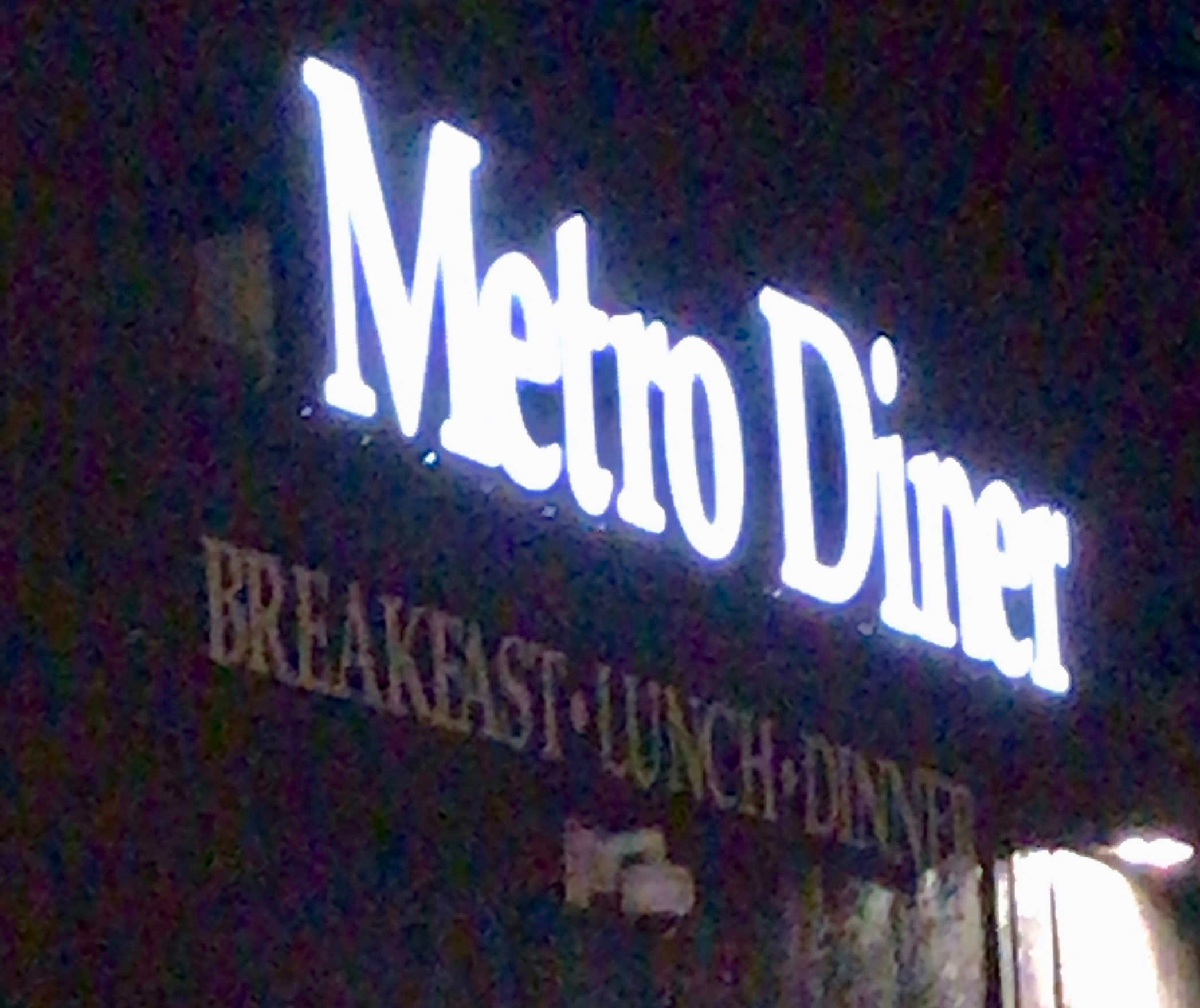 Metro Diner sign
